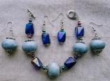 2 pairs of earrings & bracelet (G)