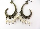 Gold beaded earrings with beige pearls