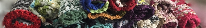 I upcycle sheets, material and yarn to make rag rugs